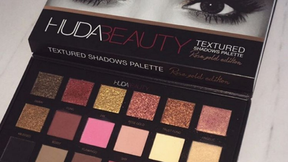 What S In Huda Beauty S Rose Gold Shadows Palette Makeup Mavens