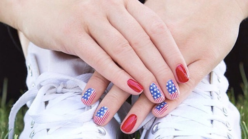 615fda3dcd8be9 17 Fourth of July Nail Art Ideas To Finish Off Your Patriotic Outfit  Perfectly
