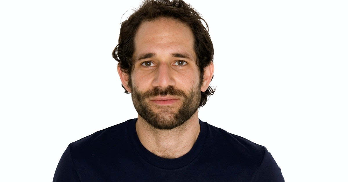 the poor leadership of american apparel under ceo dov charney Hagan and silver creek said their bid has the support of american apparel founder and former ceo dov charney, whose leadership and vision is central to american apparel's long-term viability.