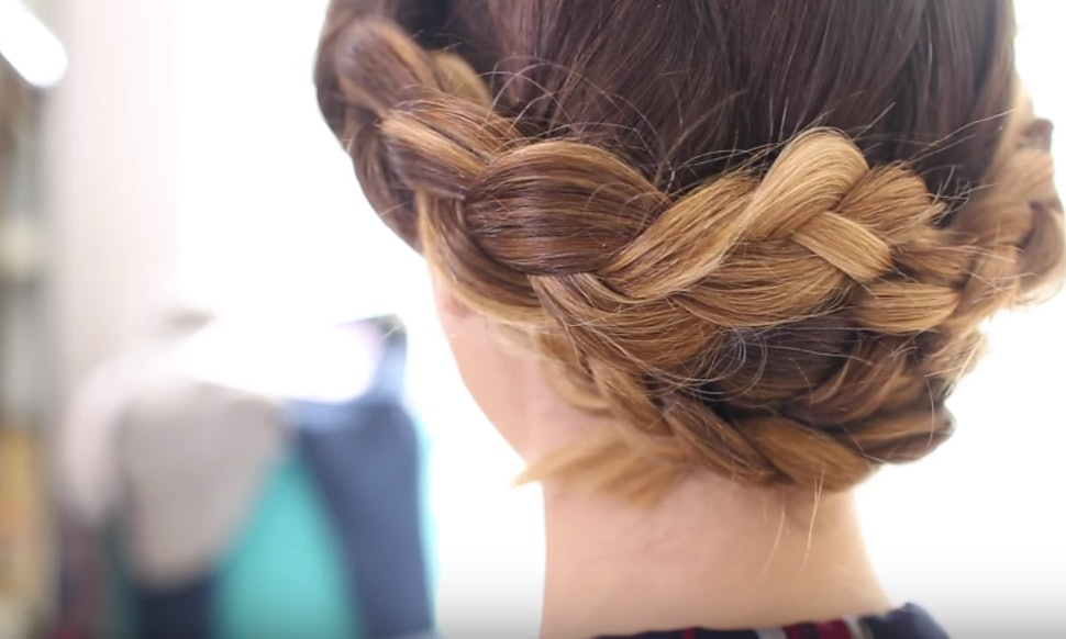 10 Simple Updos For Shoulder Length Hair Looking An Easy Updo A Wedding Prom Or Date Night Whether You Have Curly Straight