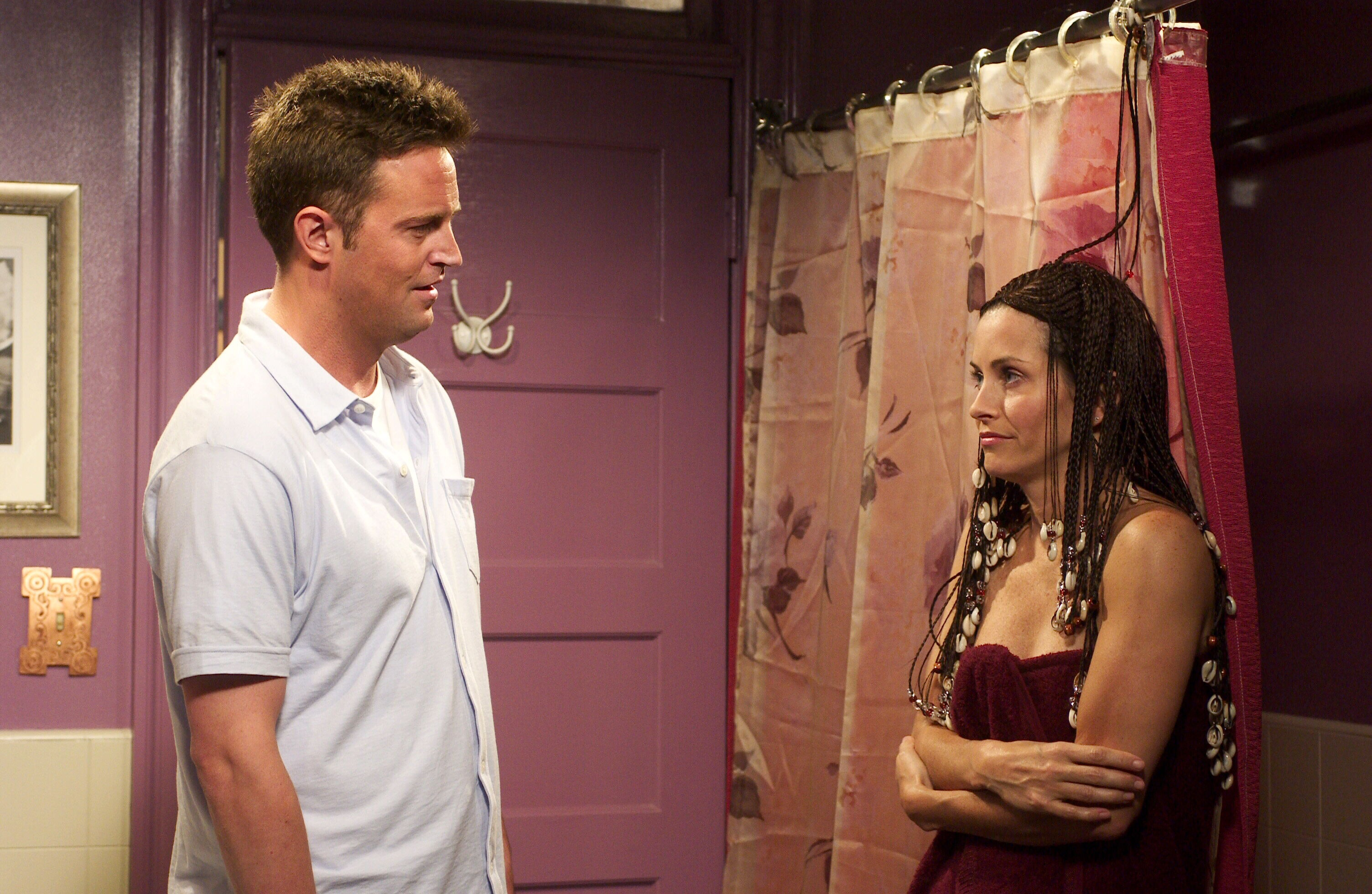 Who first found out that monica and chandler were dating
