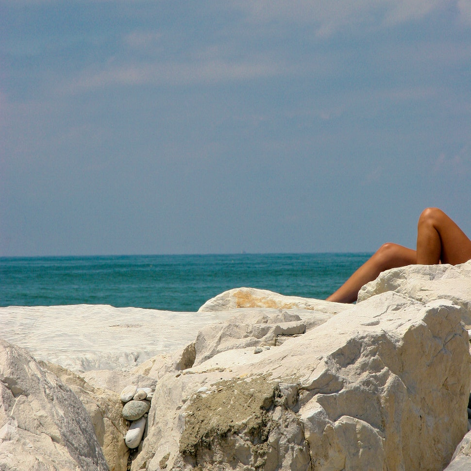 8 Reasons Why Having Sex On The Beach Is Actually The Worst Waste Of A Good Romp Ever