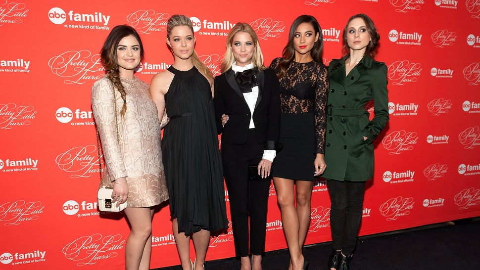 Pretty Little Liars Cast Wears Black White Outfits To Abc Event