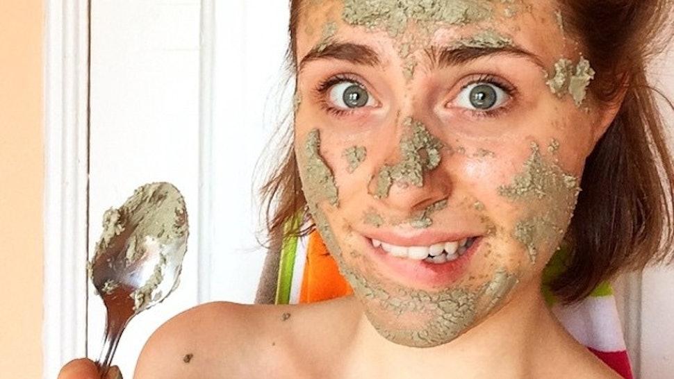 7 Easy DIY Banana Face Masks To Help You Achieve Clear Skin — PHOTOS