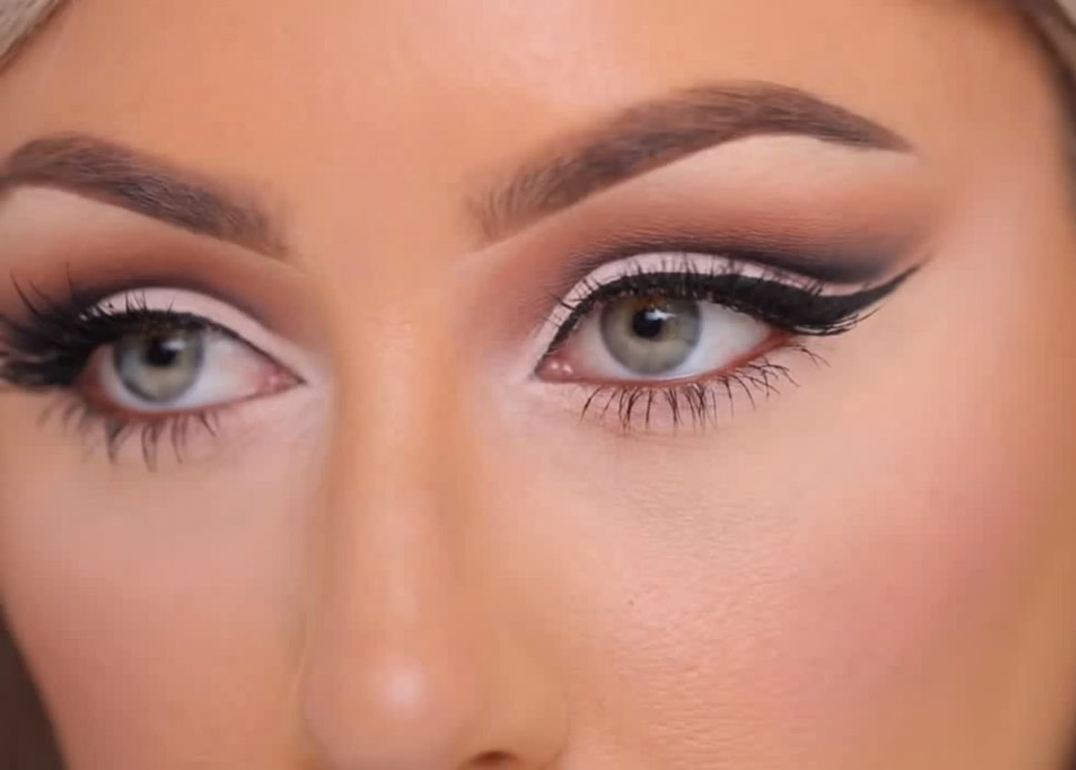 Better Way Auto >> How To Create A Cut Crease With Eyeshadow So Your Eyes Look Bigger & Brighter — PHOTOS