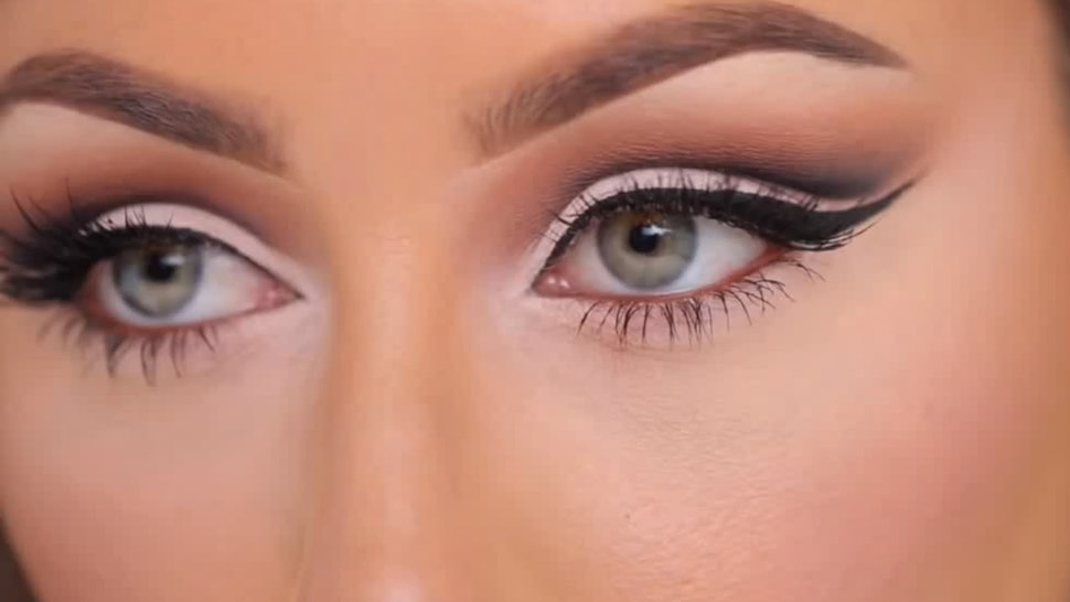 How To Create A Cut Crease With Eyeshadow So Your Eyes Look Bigger