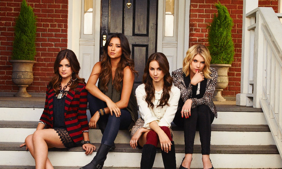 pretty little liars halloween costumes for after the time jump prove the future is so fashion forward