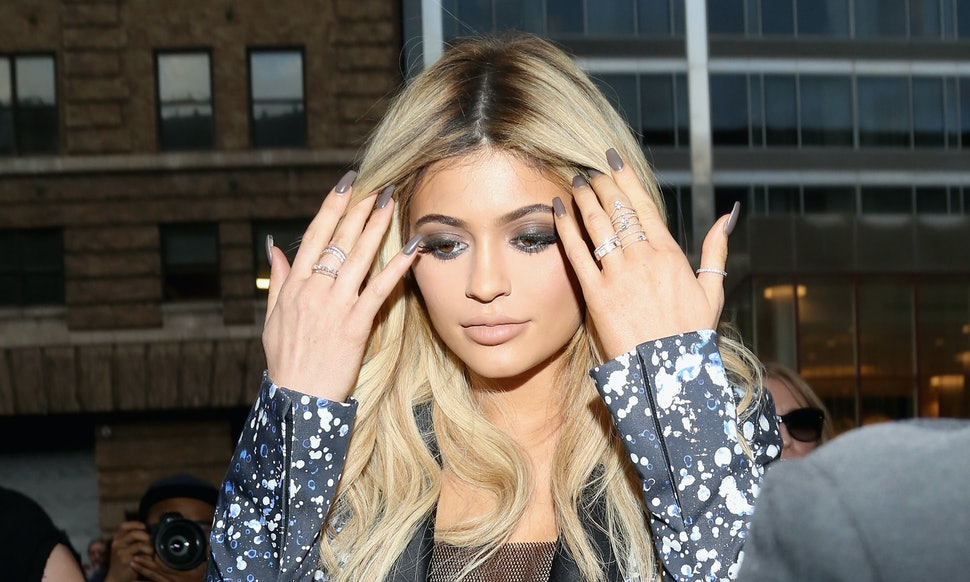 Does Kylie Jenner Have Long Nails Again? Her Fans Really Hope So — VIDEO