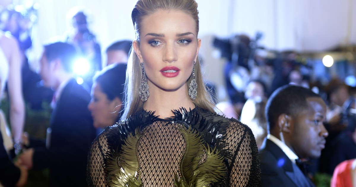Rosie Huntington Whiteley Cut Her Hair Shorter Into A Real Bob Is A Pixie Cut Next
