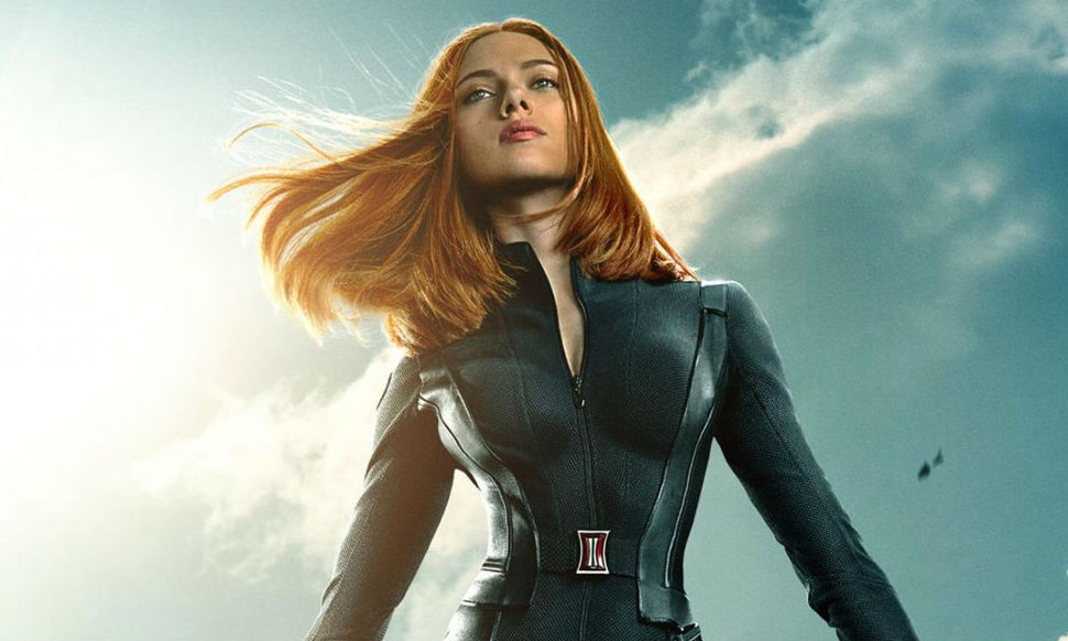 Scarlett Johanssons Waist Isnt Actually The Issue With Her Captain America 2 Poster