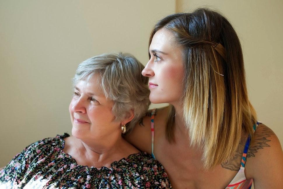 Αποτέλεσμα εικόνας για girlfriend hanging out with mom