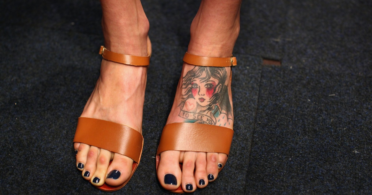 114450186c74a3 Do Foot Tattoos Hurt  12 Things You Should Know Before You Get One