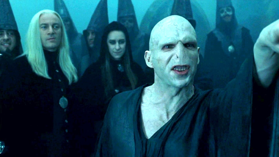 The Secret To Transforming 'Harry Potter' Star Ralph Fiennes Into ...