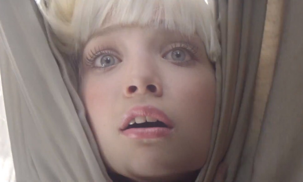 Sia S Chandelier Is A Must See Visual Depiction Of Addiction
