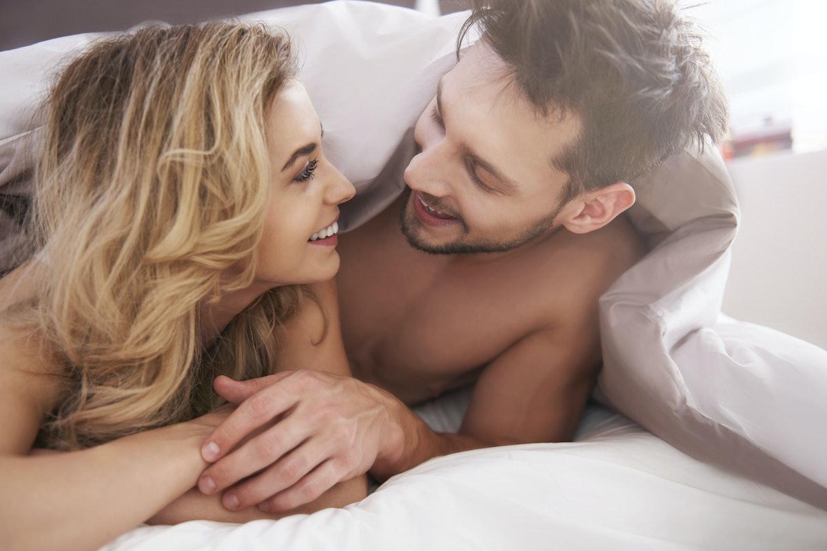 Секс между двух мужчин, Двое мужчин и одна женщина » Порно видео 18 фотография
