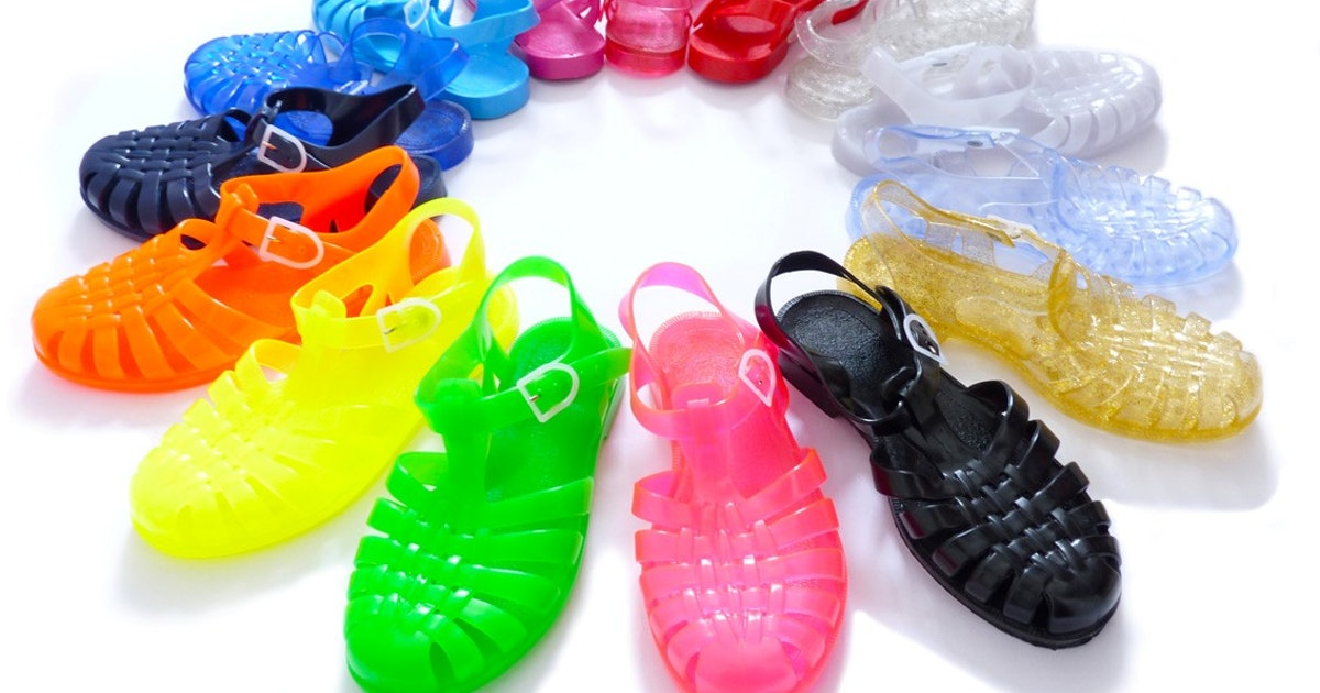 0991b2330467  90s Jelly Sandals Are Back