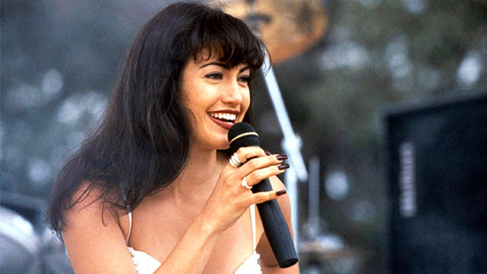 7 Reasons To Re Watch Jennifer Lopez In Selena Not Just Because