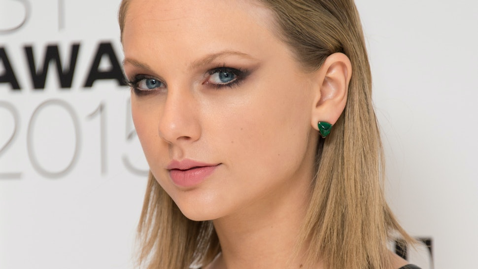 Taylor Swift Attended The Elle Style Awards Wearing Another Green
