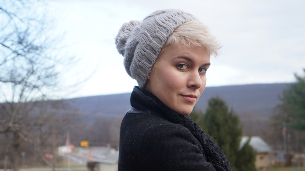 How To Wear A Hat With Short Hair   Look Positively Adorable — PHOTOS e671309b888