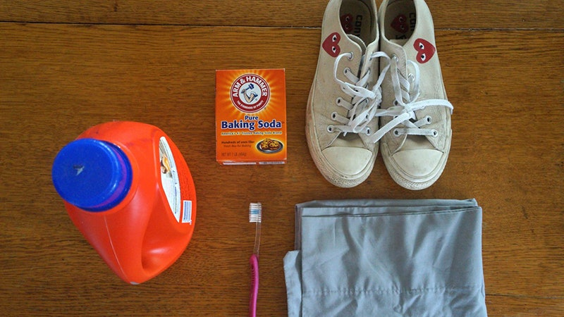 How to whiten shoes with baking soda
