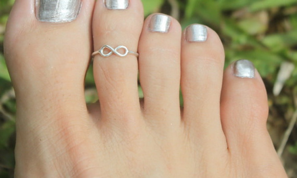Completely new 13 Toe Rings That Your '90s Self Would've Reveled In — PHOTOS CZ58