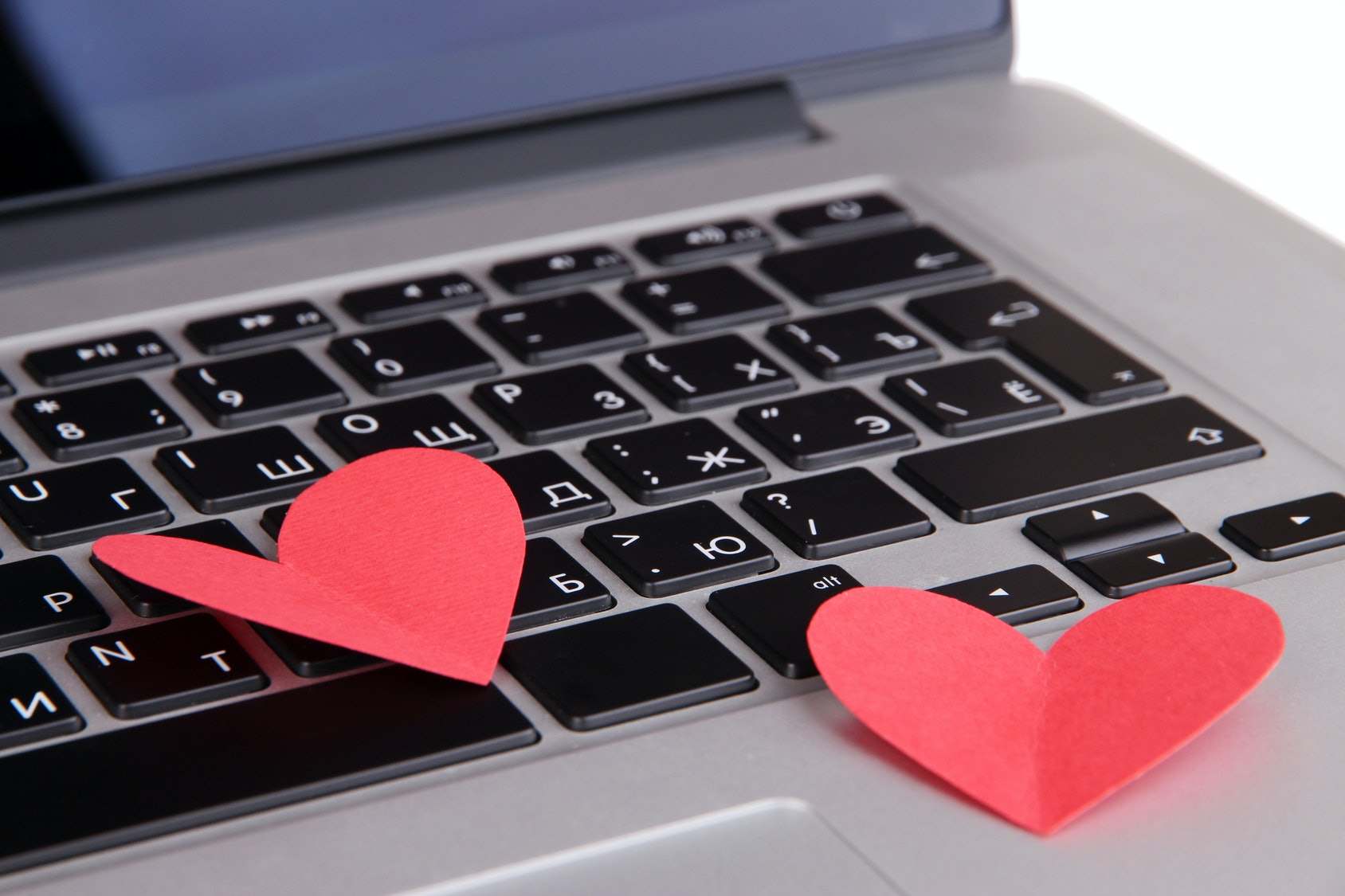 Is online dating replacing the art of flirting