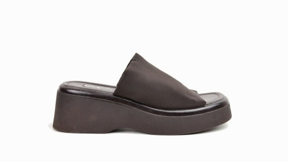 788191e99229 11 Reasons We Loved Those Stretchy Steve Madden Sandals In The  90s