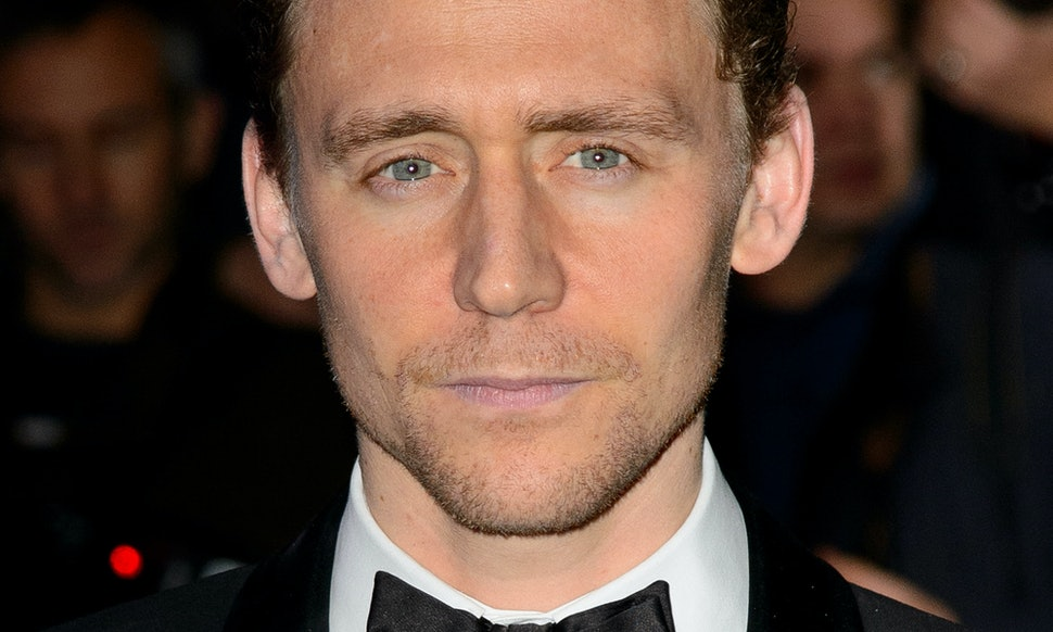 What Color Are Tom Hiddlestons Eyes The Actor Addresses The