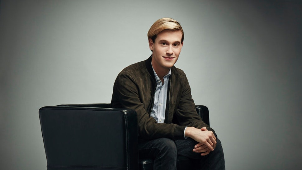 85a7f4fbffcf Who Is Tyler Henry  The  Hollywood Medium  Has An Exciting Life Among The  Stars
