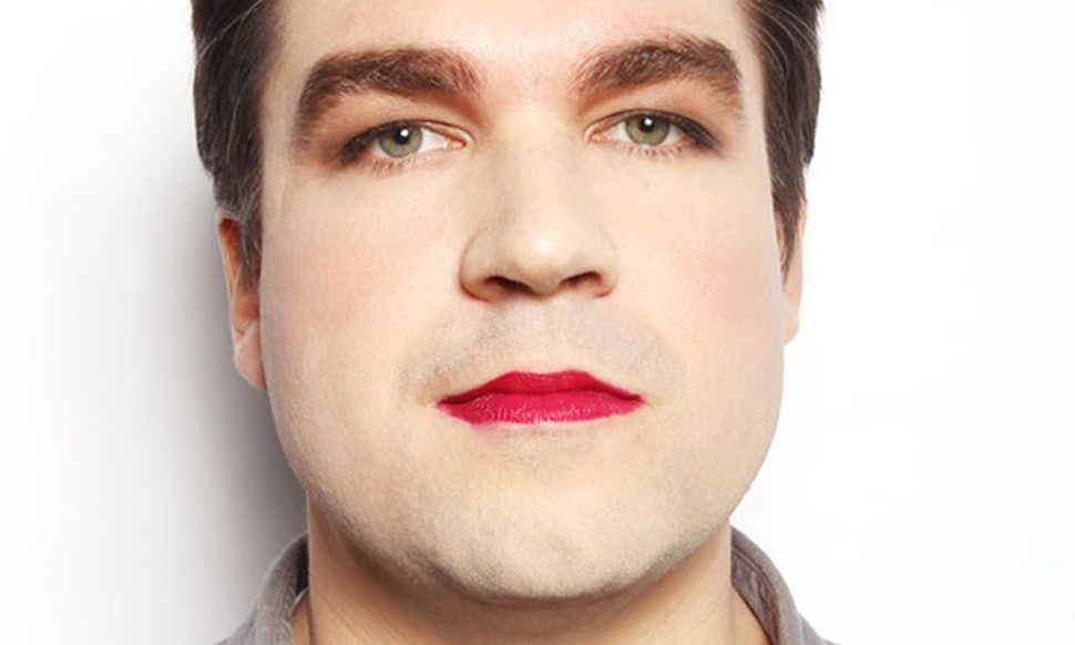 Man Wearing Makeup Experiment From Buzzfeed Proves Were Still Not