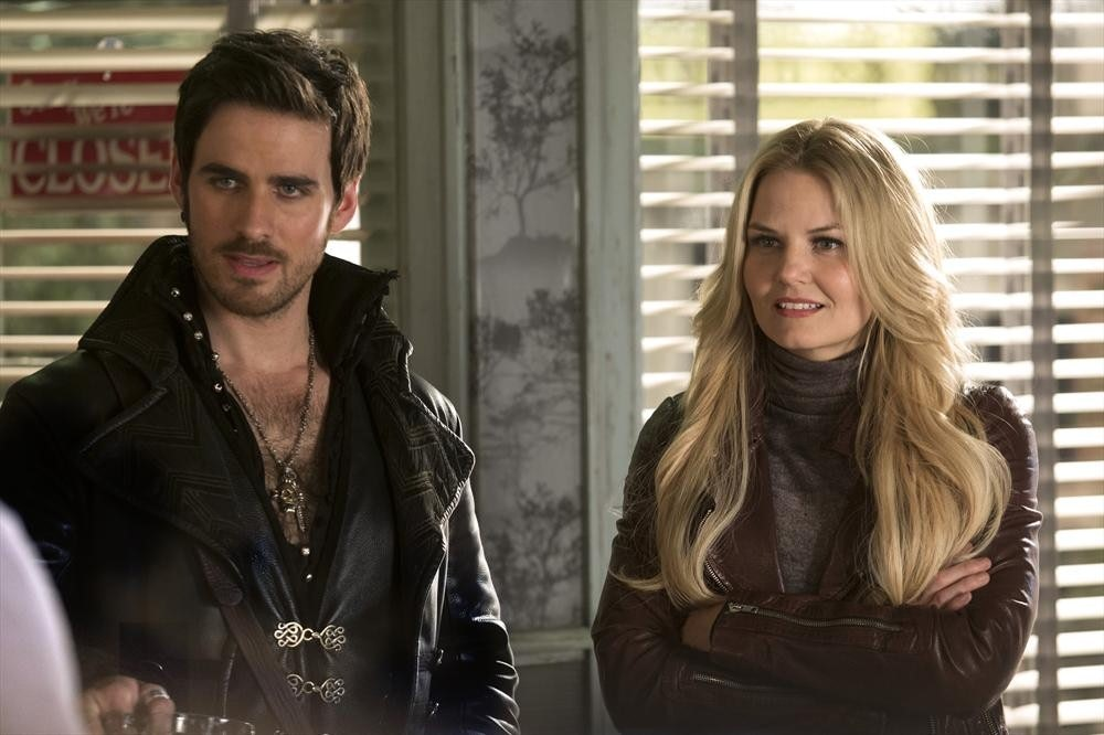 Hook Emma Finally Kissed On Once Upon A Time S Season 3 Finale