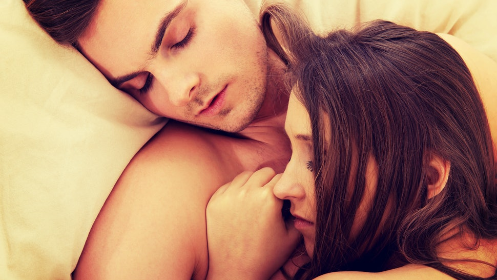 8 Ways To Get Comfortable Sleeping Next To Another Person