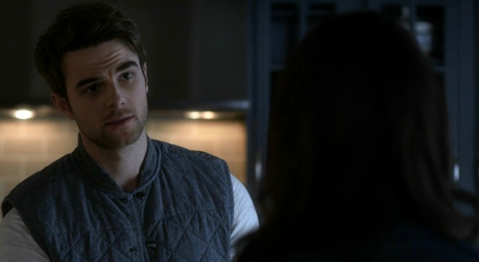 Is Dean Working For Charles Dilaurentis On Pretty Little Liars