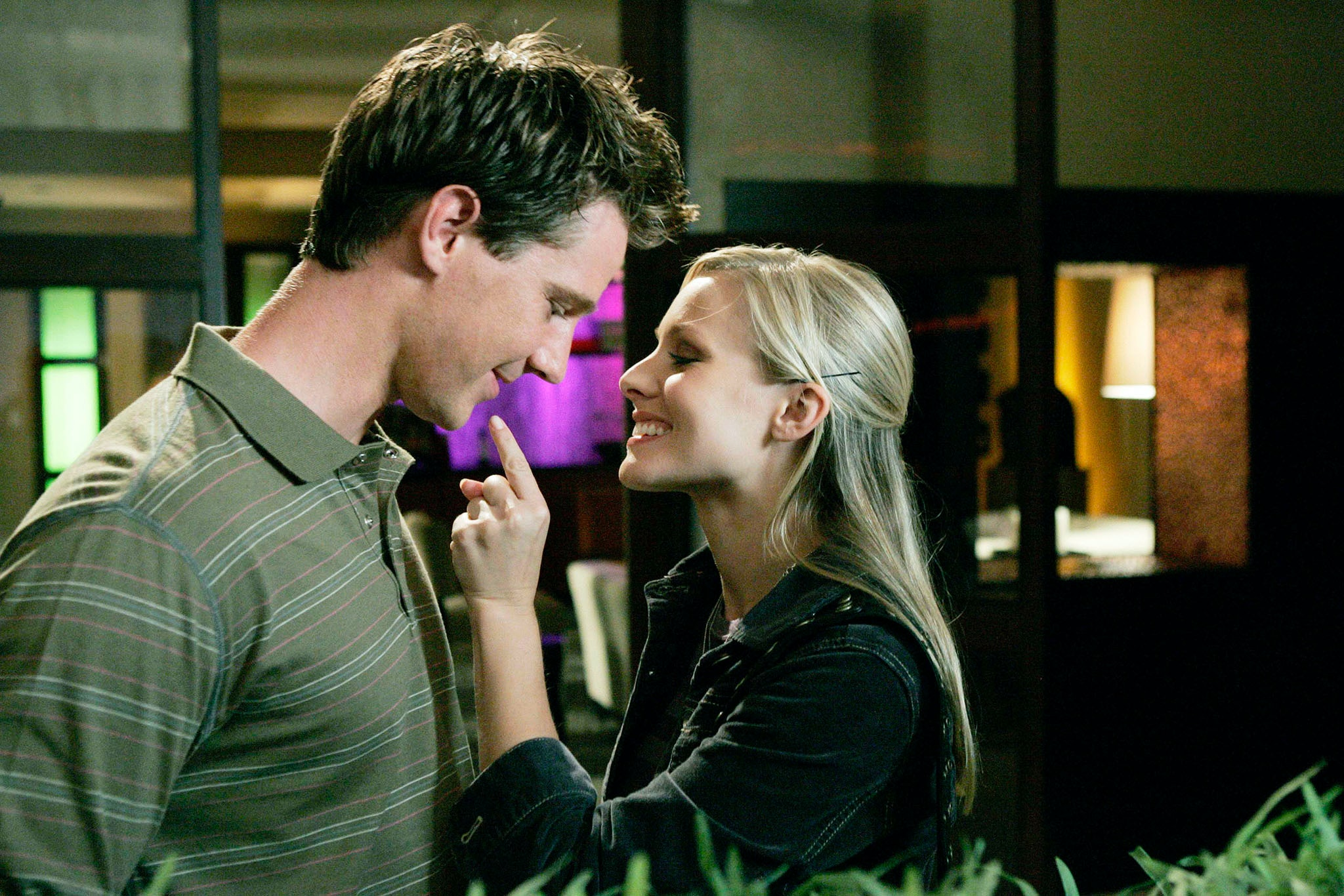 When did veronica mars start dating logan