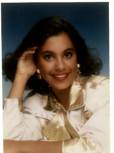 17 Glamour Shots That Every Girl In The \u002780s And \u002790s Most Definitely Took