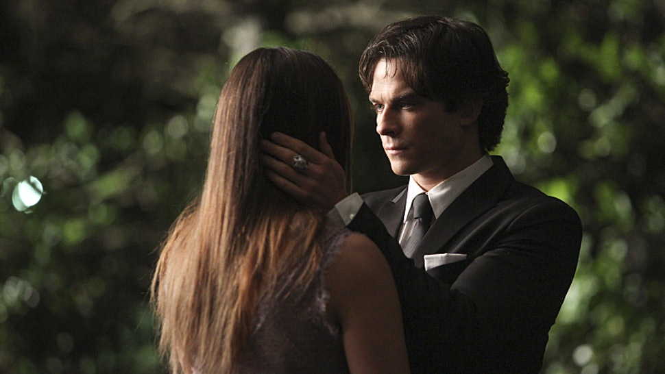 in the vampire diaries when do elena and damon start dating