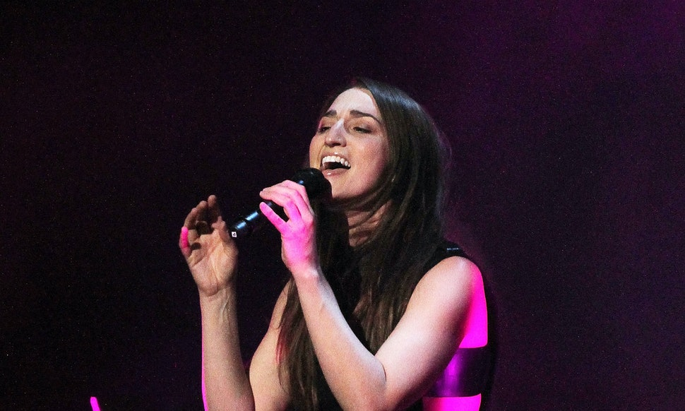 Sara bareilles cover of sias chandelier will make you obsessed sara bareilles cover of sias chandelier will make you obsessed with the song again video mozeypictures Images