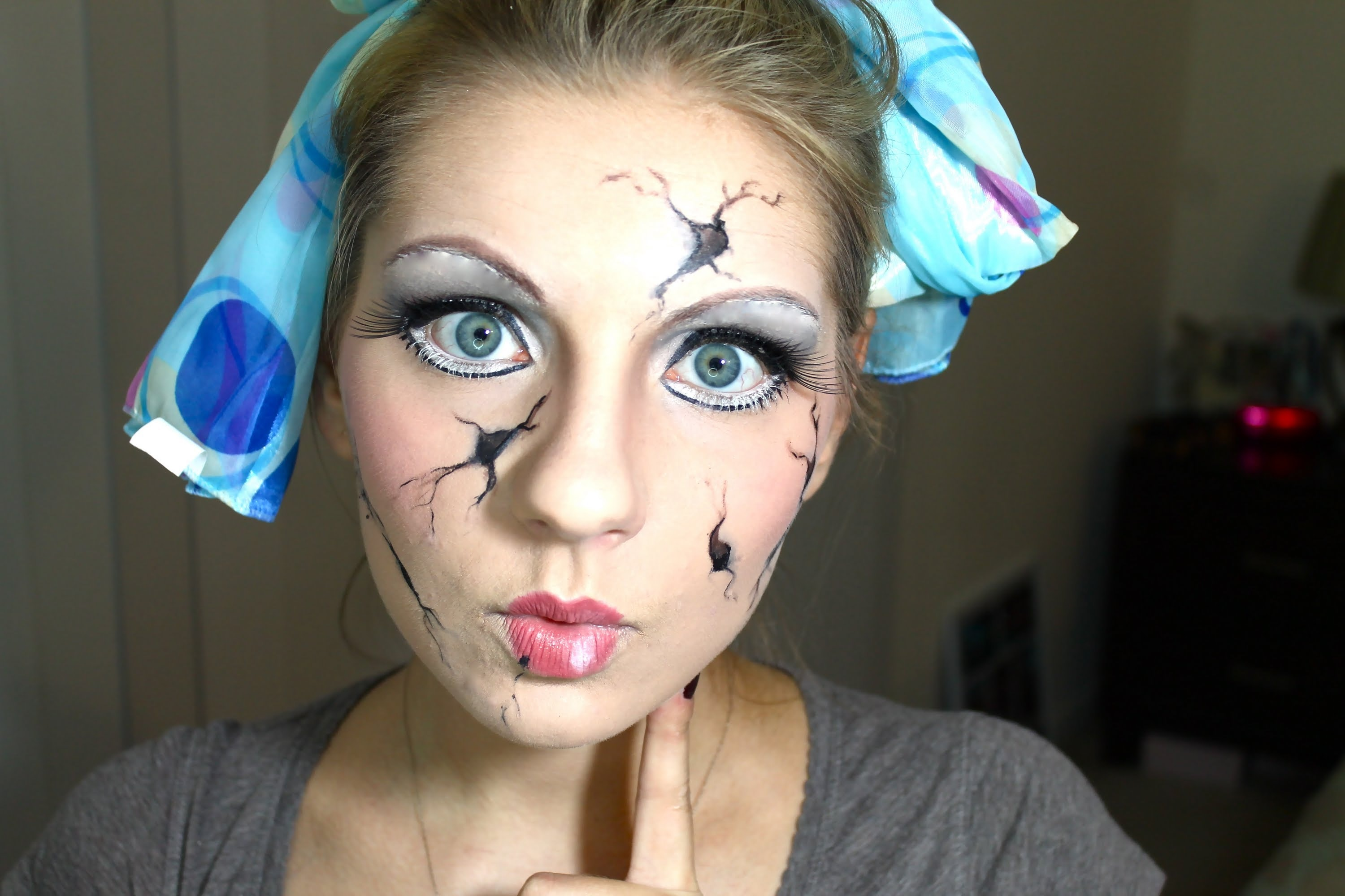 8 cracked doll halloween makeup tutorials for a cute & creepy