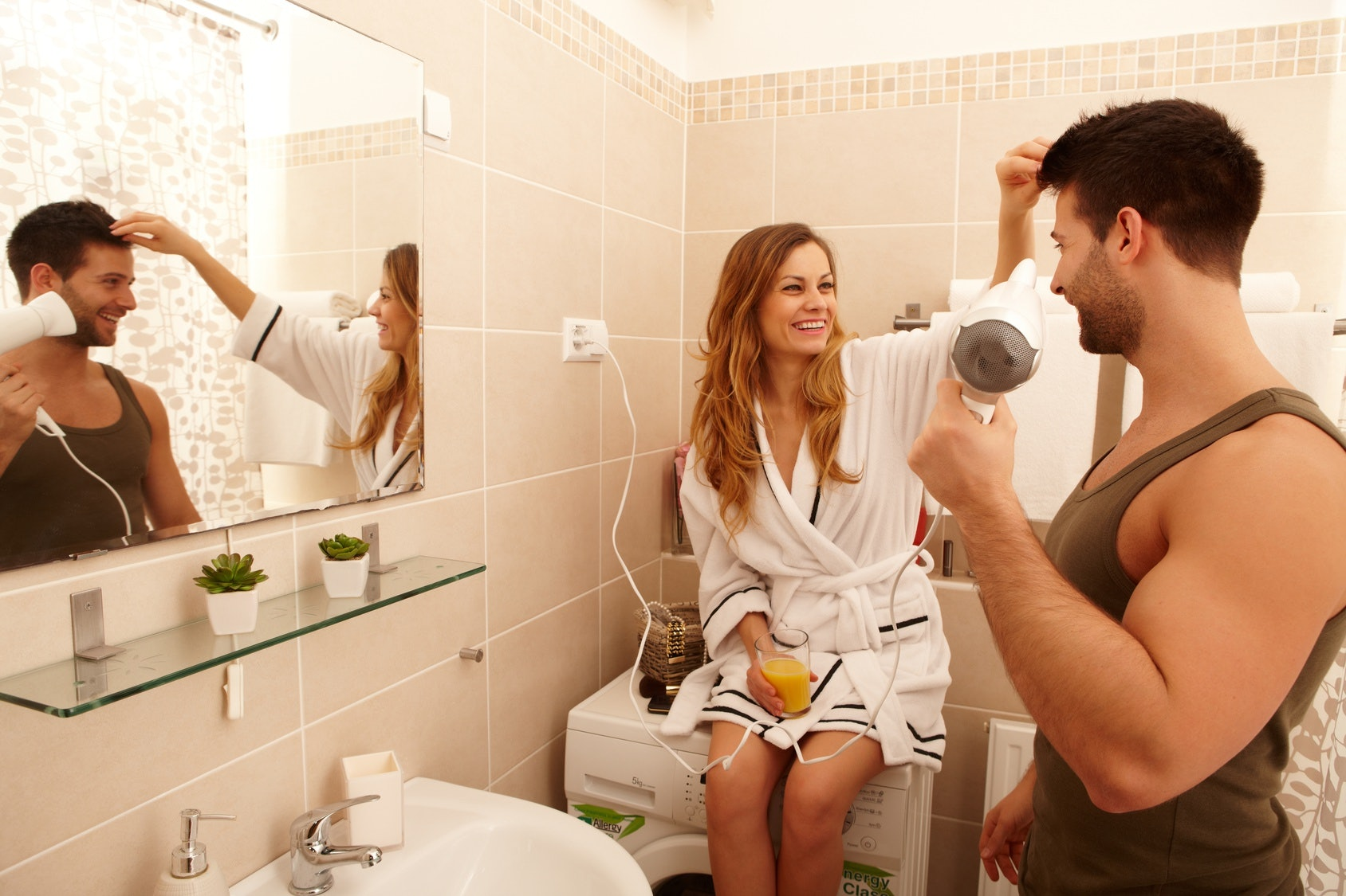 5 Ways To Get Comfortable Sharing A Bathroom With Your Partner
