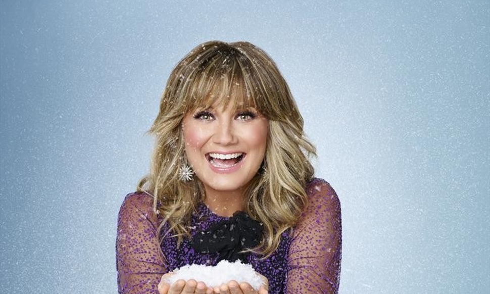 Jennifer Nettles Hosts \'CMA Country Christmas\' Again & You Should Be ...