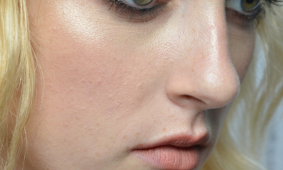 The 7 Best Highlighters For Oily Skin To Give You A Gorgeous Glow
