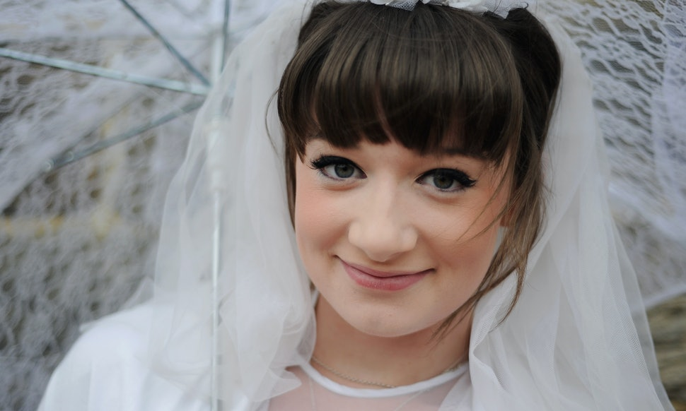 Get A Wedding Makeup Look That S Perfect For You How To Pick The Best Artist Or Diy It Yourself