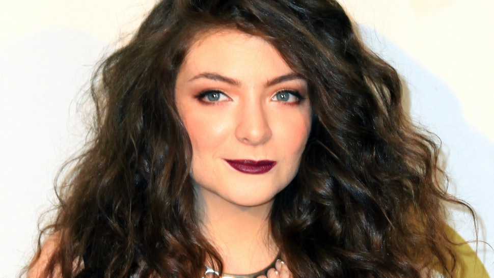 Lorde Tells All Entertains Fans With Qa On Reddit