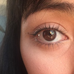 I tried 6 eyelash curling hacks — this one worked best for keeping my eyelashes curled.