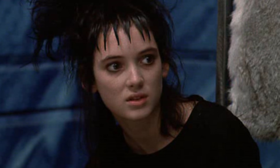 The Story Behind Lydia Deetz\'s \'Beetlejuice\' Outfits WIll Make You ...