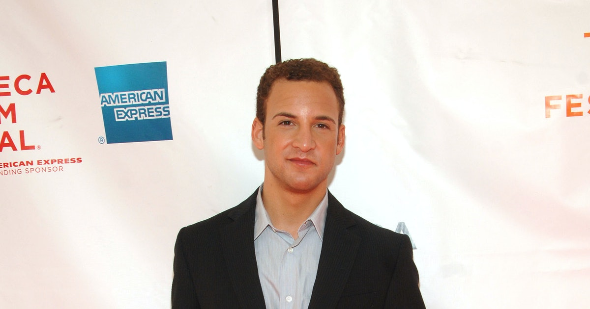 See New Pic Of 'Girl Meets World' Cast, Then Decide If Ben Savage Is