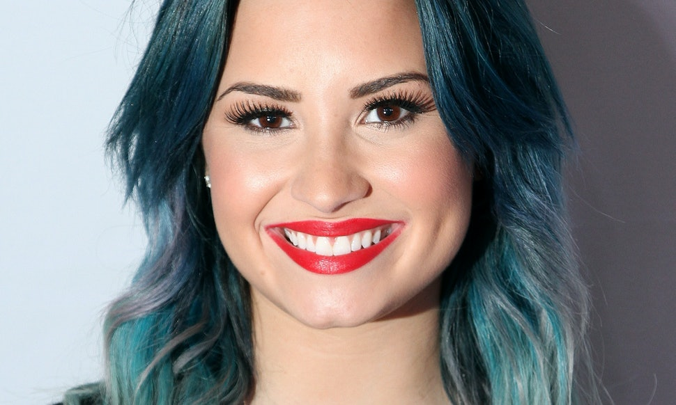 Icymi Demi Lovato Has Blue Pixie Haircut Nicole Kidman Went Bleach