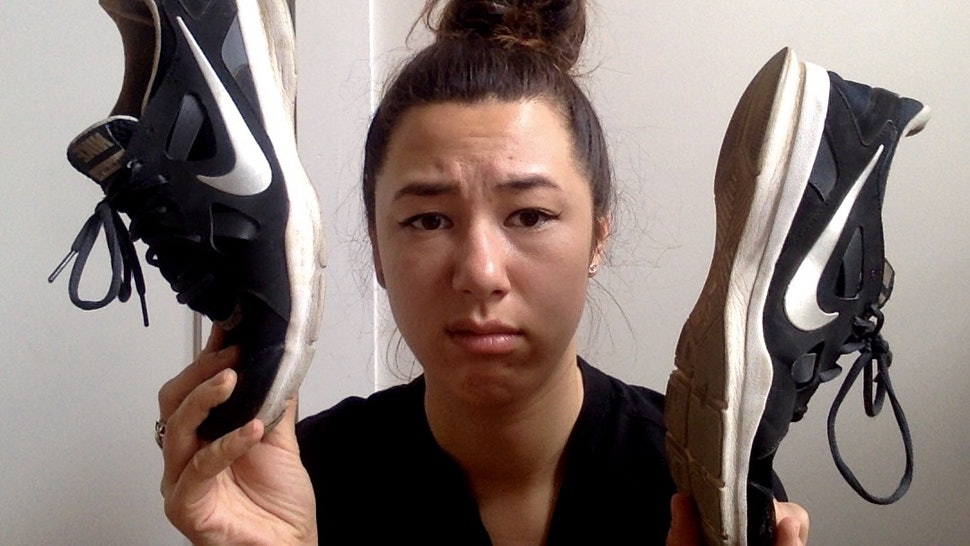 4c7468410574f 7 Things That Happen When You Wear Sneakers Without Socks From Someone Who  Has Made This Mistake Before