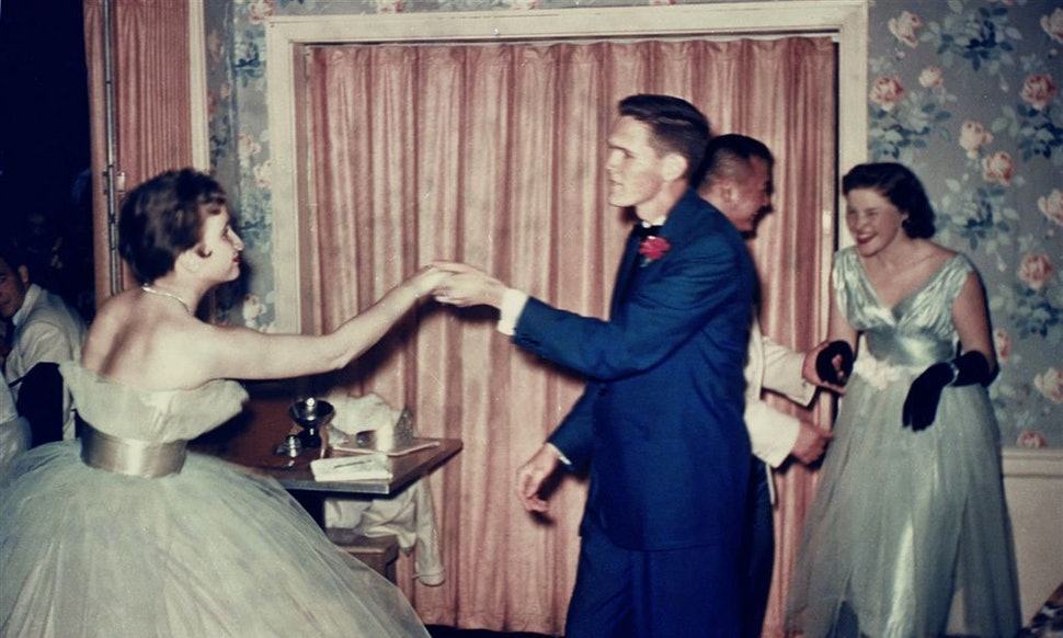 7 Awesome Vintage Prom Dresses Thatll Set Your Retro Loving Heart