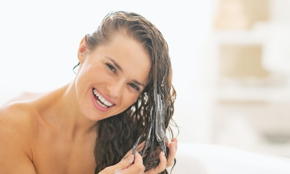 「putting hair conditioner」の画像検索結果